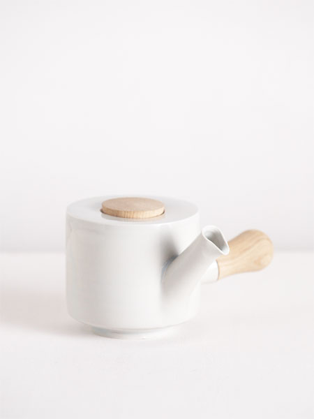 kyusu with wooden handle and lid